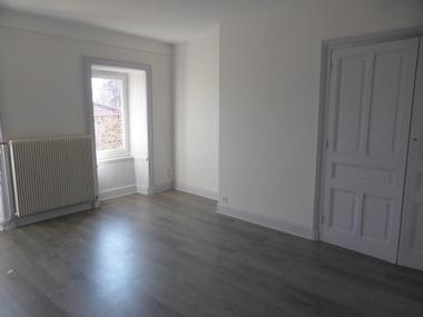 Location Appartement 4 pièces 85m² Montfaucon-en-Velay (43290) - photo