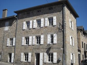 Location Maison 7 pièces 115m² Le Chambon-sur-Lignon (43400) - photo