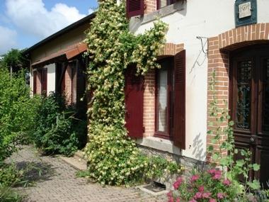 Vente Maison 8 pièces 230m² Cinq minutes d 'Ambert - photo