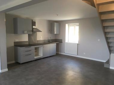 Location Appartement 5 pièces 100m² Saint-Bonnet-le-Château (42380) - photo