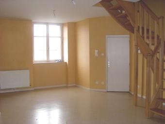 Location Appartement 3 pièces 65m² Saint-Bonnet-le-Château (42380) - photo