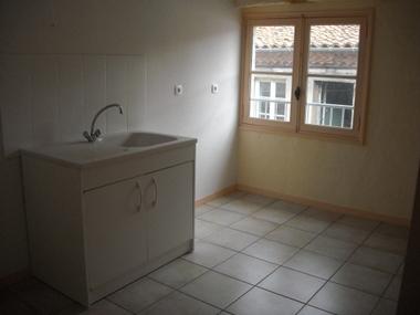 Location Appartement 3 pièces 55m² Saint-Bonnet-le-Château (42380) - photo