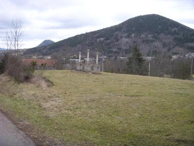 Vente Terrain 1 513m² St-Hostien, proche du bourg et facile accès à la N88. - photo