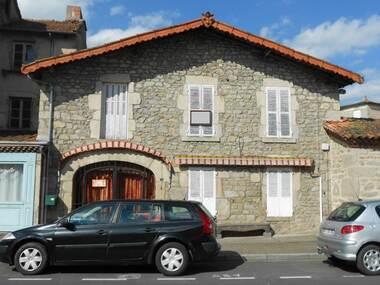 Vente Immeuble 8 pièces 400m² Saint-Dier-d'Auvergne (63520) - photo