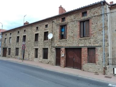 Vente Immeuble 8 pièces 200m² Saint-Maurice-en-Gourgois (42240) - photo