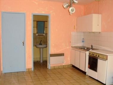 Location Appartement 2 pièces 22m² Saint-Bonnet-le-Château (42380) - photo
