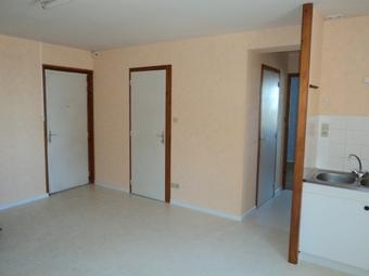 Location Appartement 4 pièces 70m² Saint-Bonnet-le-Château (42380) - photo