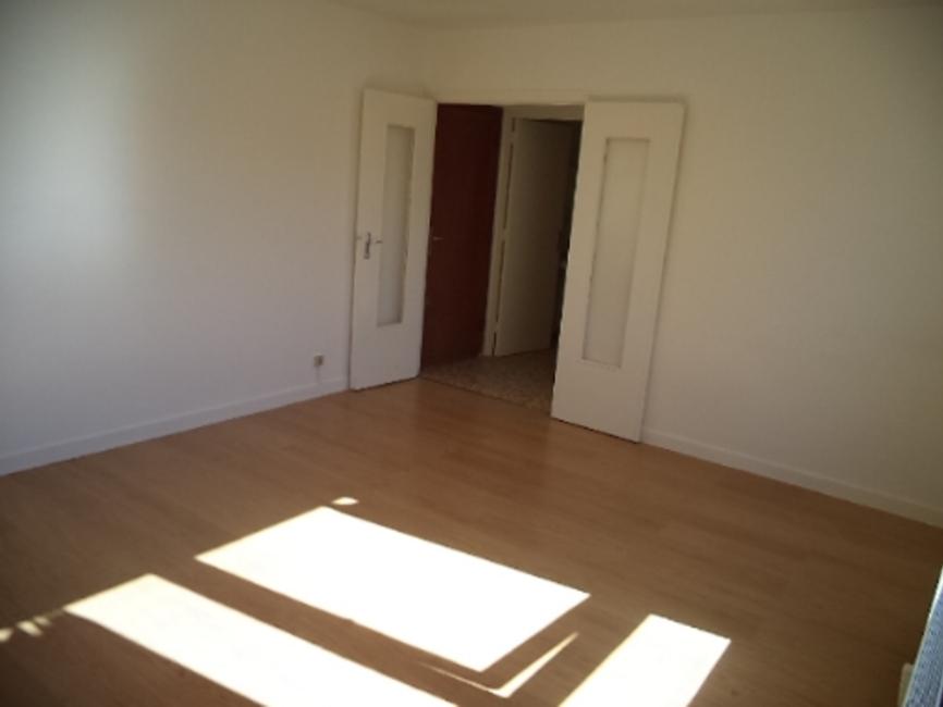 location appartement 1 pi ce saint tienne 42100 18392. Black Bedroom Furniture Sets. Home Design Ideas