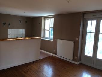 Location Appartement 4 pièces 77m² Dunières (43220) - photo