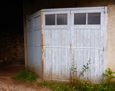 Location Garage 12m² Montfaucon-en-Velay (43290) - photo