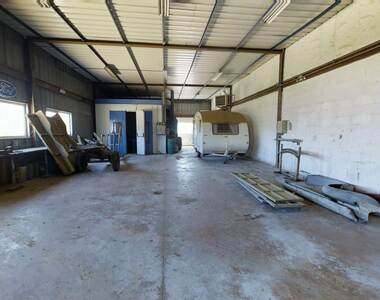 Vente Local industriel 3 pièces 453m² Saint-Didier-en-Velay (43140) - photo