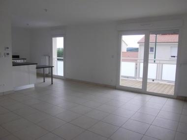 Location Appartement 4 pièces 83m² Saint-Just-Malmont (43240) - photo