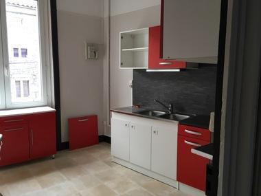 Location Appartement 4 pièces 80m² Usson-en-Forez (42550) - photo