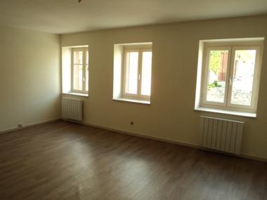 Location Appartement 5 pièces 90m² Saint-Bonnet-le-Château (42380) - photo
