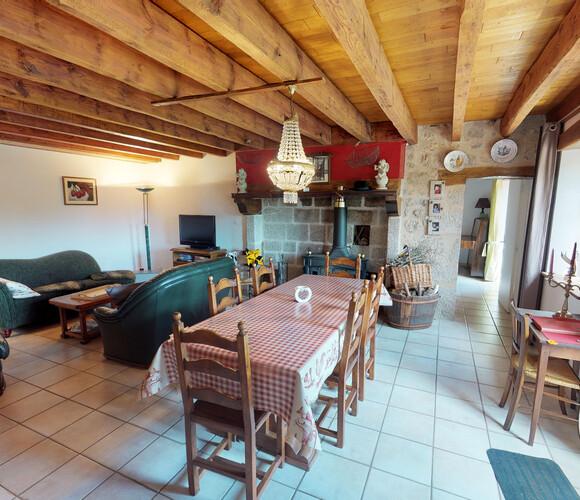 Vente Maison 7 pièces 160m² Charensat (63640) - photo