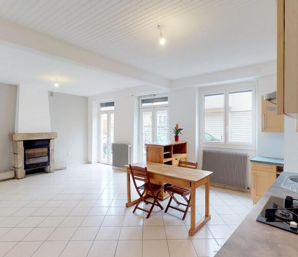 Vente Maison 8 pièces 150m² VALS PRES LE PUY - photo