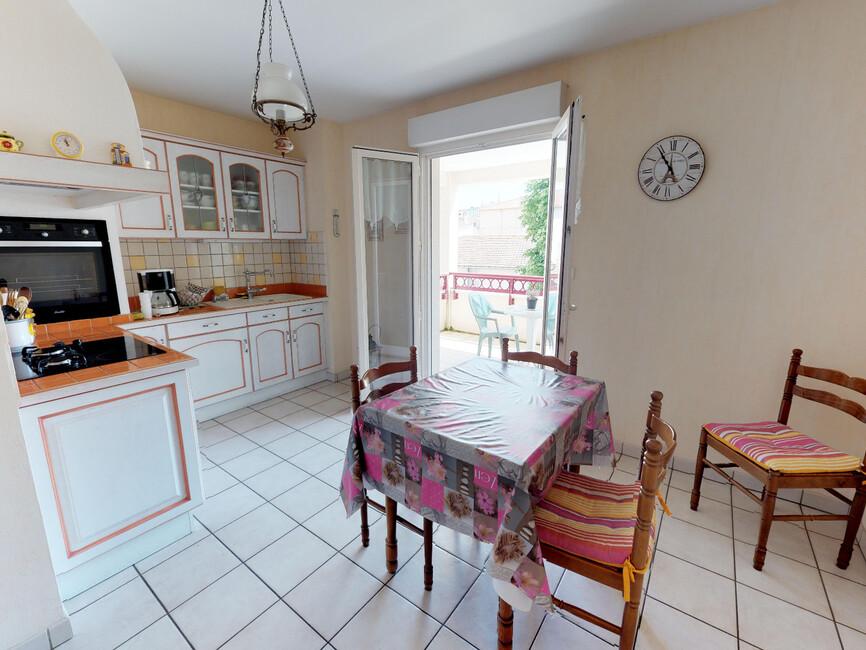 vente appartement 5 pi ces montrond les bains 42210 380633. Black Bedroom Furniture Sets. Home Design Ideas
