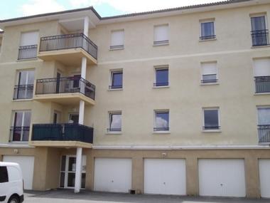 Location Appartement 3 pièces 75m² Saint-Just-Malmont (43240) - photo