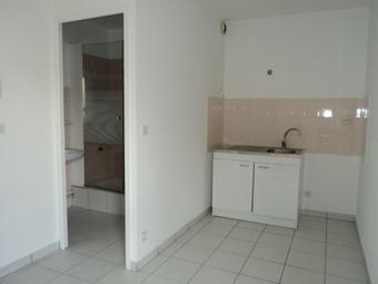 Location Appartement 1 pièce 25m² Saint-Bonnet-le-Château (42380) - photo