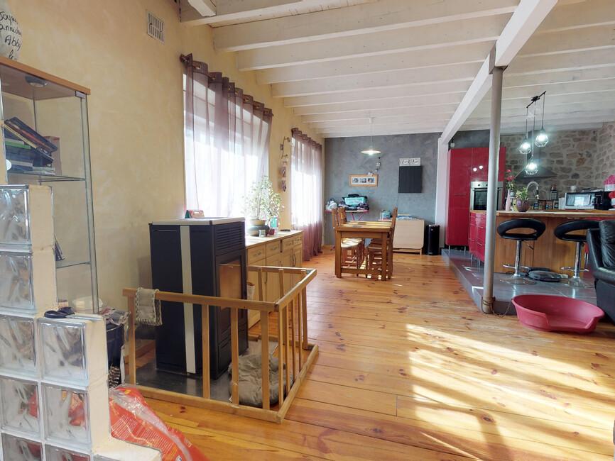 Vente maison 4 pi ces grazac 43200 352070 for Fenetre yssingeaux