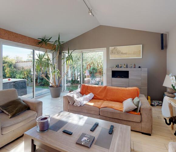 Vente Maison 7 pièces 190m² Bas-en-Basset (43210) - photo