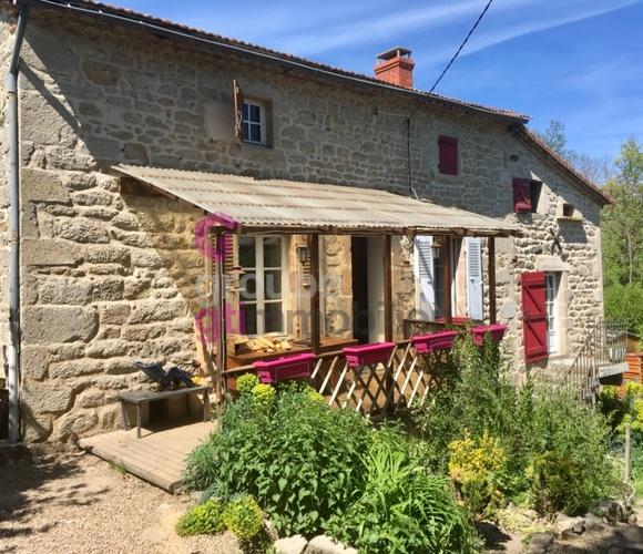 Vente Maison 2 pièces 103m² Saint-Dier-d'Auvergne (63520) - photo