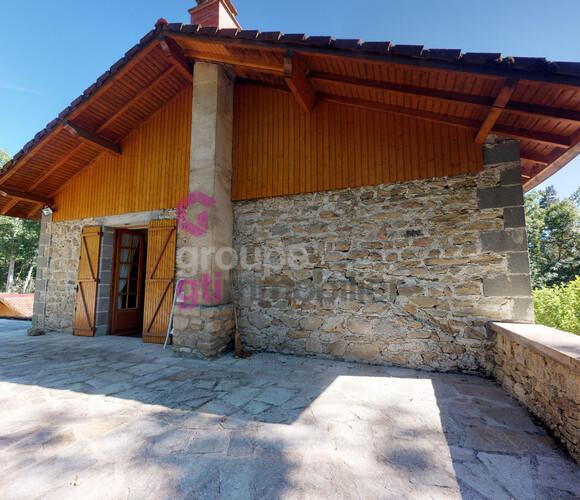 Vente Maison 7 pièces 230m² Vertolaye (63480) - photo