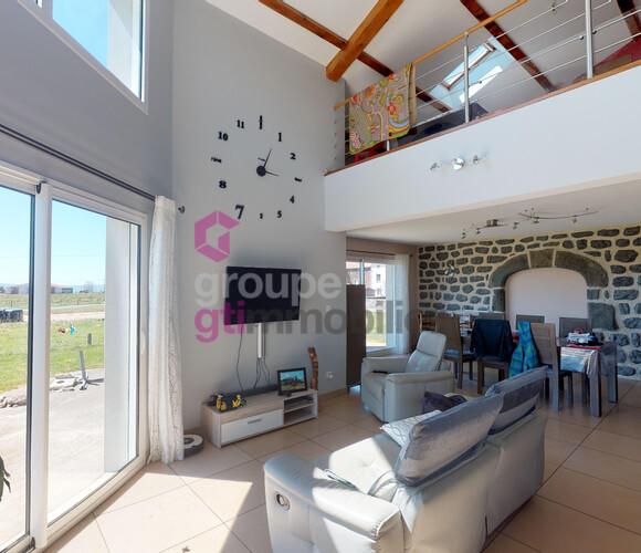 Vente Maison 5 pièces 184m² Saint-Jean-Lachalm (43510) - photo