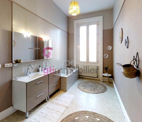 Vente Appartement 4 pièces 133m² Le Chambon-Feugerolles (42500) - photo