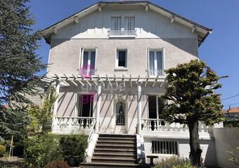 Vente Maison 8 pièces 250m² Craponne-sur-Arzon (43500) - Photo 1