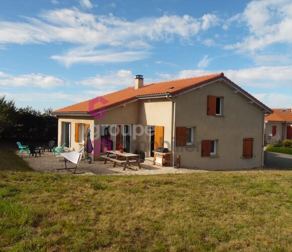 Vente Maison 6 pièces 142m² Saint-Bonnet-le-Froid (43290) - photo
