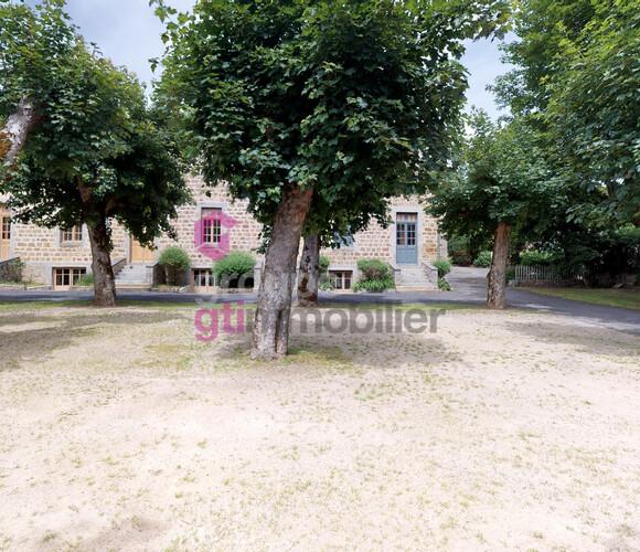 Vente Maison 20 pièces 2 000m² Ambert (63600) - photo